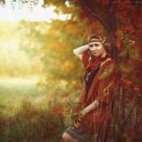 Осень,рябина и девушка :: Ярослава Бакуняева