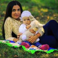 Мама с дочкой. :: Наталья Малкина