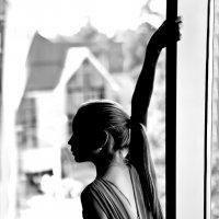 Девочка у окна :: Сергей Потапов