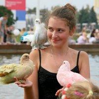 девушка и голуби :: Олег Лукьянов