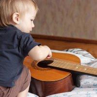 Child playing with a guitar :: Николай Н