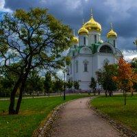 дорога к храму :: Елена Маковоз