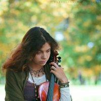 девушка и скрипка :: Ярослава Бакуняева