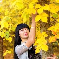 Осенняя девушка :: Юрий Сыромятников