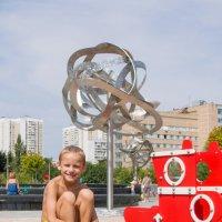 Мальчик на шаре :: Юлия Строчилина