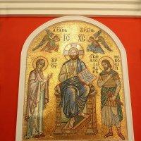 Мозаичный образ на апсиде храма. :: Александр Качалин