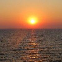 Солнечная дорожка. Восход солнца. :: Вера Щукина