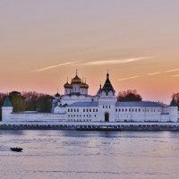 Закат у Ипатьевского монастыря (26 сентября) :: Святец Вячеслав