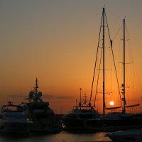 стоянка яхт в порту Сочи :: valeriy khlopunov