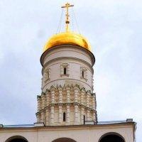 Фрагмент колокольни Ивана Великого :: Natali
