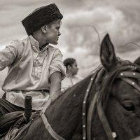 Казак удал, совсем не мал, коль на коне- в строю :: Ирина Данилова