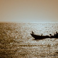 Лодка на закате :: Владимир Чернышев