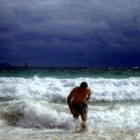 Купание в шторм!Южно-китайское море,Таиланд! :: Иван Медоф