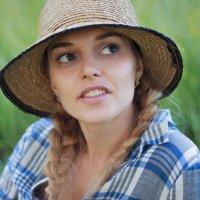 Девушка в шляпе :: Юлия Ростовцева