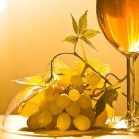 Бокал вина и виноград :: Андрей Куликов