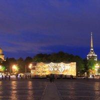Зеркальный куб на Дворцовой площади :: Вера Моисеева