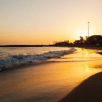 Закат на пляже о. Тенерифе :: Александр Манько