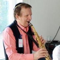 Гена играет на трубе! :: Ростислав