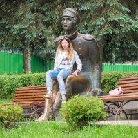 Присела отдохнуть у Лермонтова :: Михаил Яблоков