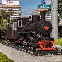 Паровоз, недалеко от ж/д вокзала :: Михаил Вандич