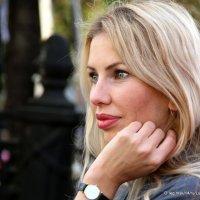 просто девушка на бульваре :: Олег Лукьянов