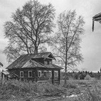 Пустые глазницы окон мёртвого дома :: Сергей Смирнов