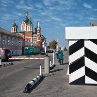 Улицы хранит городовой, он  для здешнего народа свой :: Ирина Данилова