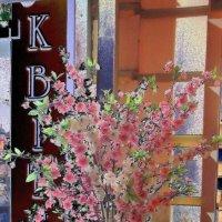 Возле магазина цветов :: Ростислав