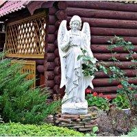 На территории храма. :: Валерия Комова