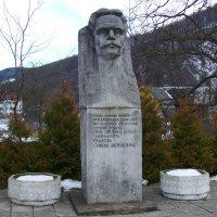Памятник  Семёну  Рудневу  в  Яремче :: Андрей  Васильевич Коляскин