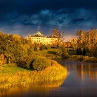 Константиновский дворец на закате :: Владимир Колесников
