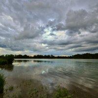 Меняя цвет несутся облака :: Владимир