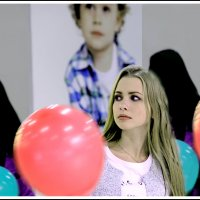 девушка с шарами :: юрий
