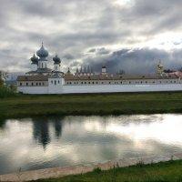 На реке Тихвинка. Монастырь :: Наталья