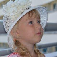 На палубе. Девочка в шляпе :: DeN Sosnin