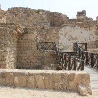 На древних развалинах. Кейсария. Израиль. :: Larisa