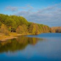 Осеннее озеро :: Роман Царев