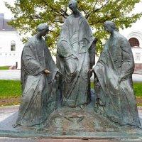 Скульптурная композиция «Троица» в Ярославле :: Galina Leskova