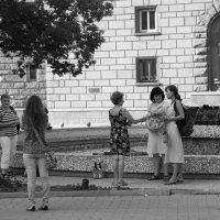 Теплый вечер у фонтана :: Елена Миронова