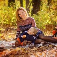 Осеняя пора Олечки и ее сыночка :: Анна Дрючкова