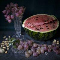 Этюд с арбузом и виноградом :: Aнна Зарубина