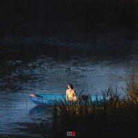 девушка в лодке :: Сергей Палий