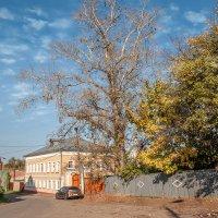 По улочке, по улочке, налево третий дом... :: Ирина Данилова
