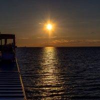 «Утомленное солнце тихо с небом прощалось» :: Valeriy Piterskiy