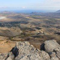 Вид на Коктебель со скалы Шаган-Кая. :: Lana
