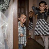 Что происходит в комнате старшей сестры? :: nataliya korchma