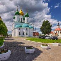 Коломна. Собор Успения Богородицы и Воскресенская церковь :: mila