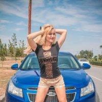 девушка и машина :: Сергей Крутиев