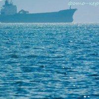 Китайское судно у берегов Керчи :: Эрик Шульк