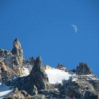 Месяц и горы :: Светлана Попова